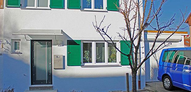 Haus mit Fenstern aus Kunststoff