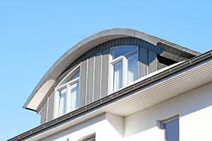 Haus mit Bogendach