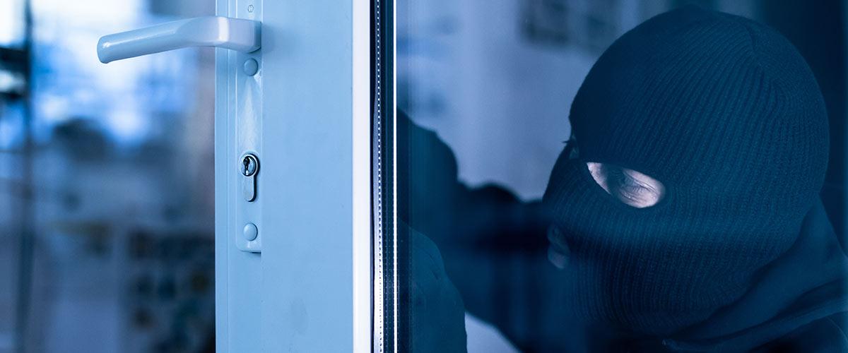 Einbrecher versucht über Türschloss ins Haus zu kommen
